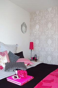 Pink/black/grey interior scheme. Courtesy of Mood Event Decoration
