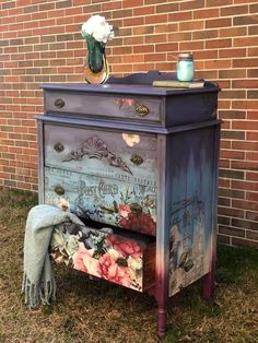 One funky Furniture Conservare Funky Painted Furniture, Decoupage Furniture, Recycled Furniture, Refurbished Furniture, Art Furniture, Shabby Chic Furniture, Furniture Makeover, Vintage Furniture, Meubles Peints Style Funky