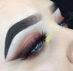 50 Smoking Eyes Make-up Design Concepts To Make Your New 12 months Colourful Pag Curling Eyelashes, Thicker Eyelashes, Longer Eyelashes, Colorful Eye Makeup, Makeup For Green Eyes, Simple Makeup, Dupes, Makeup Inspo, Makeup Tips