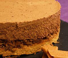 Le trianon ou royal au chocolat est un dessert classique qu'on adore tous composé d'une couche de biscuit dacquoise, une couche de croustillant et d'une couche de mousse au chocolat. Super facile à réaliser pour le bonheur des grands et petits !