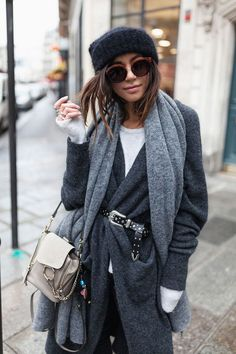 chic winter outfit for young women in their and casual chic winter outfit for women Estilo Casual Chic, Casual Chic Style, Fall Winter Outfits, Autumn Winter Fashion, Winter Clothes, Look Street Style, Love Fashion, Womens Fashion, Winter Stil