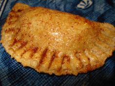 We've got two takes on baked cinnamon apple empanadas: one with a crisp, whole-wheat crust, and one with a Momma's-apple-pie, flaky dough. Mexican Dishes, Mexican Food Recipes, Dessert Recipes, Mexican Desserts, Mexican Bread, Yummy Recipes, Easy Pie Filling Recipe, Baked Cinnamon Apples, Apple Cinnamon
