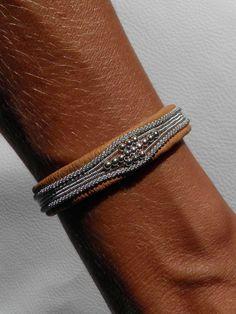 [alert type='info']SORRY - THIS ITEM IS SOLD OUT. For a custom order in your size, please contact ushere[/alert] [alert type='info']DÉSOLÉS - CE PRODUIT EST EN RUPTURE DE STOCK.Pour une commande à votre taille, merci de nous contacterici [/alert] Triple Sami bracelet with a different pattern of silvered pewter braids and silver pearls on each tour. Width TRIPLE DELUXEbracelet: 0,9cm. Each item is unique and handmade. If your size is not available - ple...