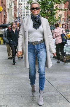 Mom's advice: Before what appeared to be a romantic rendezvous with her on-off love, Gigi's mom Yolanda Hadid was seen paying her daughter a visit