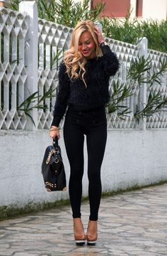 23 Winter Fashion Trends - love the high waist and the fuzzy fur!