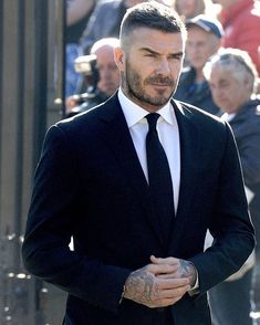 10 Common Men's Style Mistakes to Avoid Cabelo David Beckham, Estilo David Beckham, David Beckham Haircut, David Beckham Style, David Beckham Short Hair, David Beckham Beard, Beard And Mustache Styles, Beard No Mustache, Hair And Beard Styles