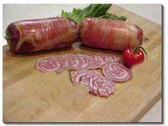 Salsa di pomodoro - Ci sono decine di varianti per la salsa di pomodoro: tutte mantengono gli ingredienti di base: olio, cipolla  e pomodori; si può aggiungere: aglio, pepe, basilico, prezzemolo o menta, o pancetta.