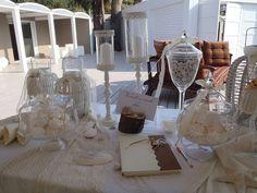 Τραπέζι ευχών για Γάμο με κεριά, βιβλίο ευχών, κουφέτα, γυάλες, διακοσμητικά, γάζες και φανάρια