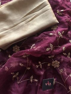 Rich embroidered organza saree comes with foil printed blouse pc as shown Embroidery Suits Punjabi, Embroidery Saree, Organza Saree, Chiffon Saree, Punjabi Suits Designer Boutique, Boutique Suits, Designer Sarees Wedding, Designer Dresses, Fancy Sarees