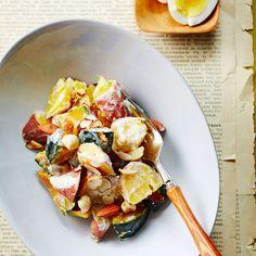 고구마와 단호박은 식이섬유가 풍부하고 저칼로리 식품이라 다이어트는 물론 피부 미용에도 좋은데요. 찜통에 찌거나 구워서 그대로 먹어도 좋지만 맛을 더욱 풍부하게 해주는 드레싱을 곁들이... Healthy Korean Recipes, Korean Food, Diet Recipes, Cooking Recipes, Brunch Menu, Food Design, Food Plating, Potato Salad, Food Photography