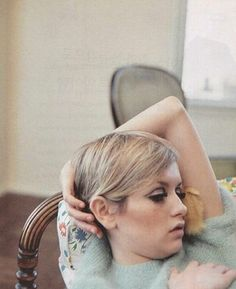pretty girl cute eyes face style vintage sixties Model blonde short hair barbie eyelashes Make up doll twiggy lashes mod haircut Alexa Chung, Pretty People, Beautiful People, Colleen Corby, Androgynous Look, Charlotte Rampling, How To Pose, Vintage Beauty, Mannequins