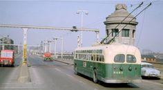 PHOTO - CHICAGO - CTA TROLLEY BUS ON BRIDGE - 1964