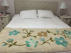 Piecera telar maria con lana natural blanca bordado vellon Embroidery Patterns, Hand Embroidery, Pillow Crafts, Bed Spreads, Luxury Bedding, Bed Sheets, Plaid, Quilts, Pillows
