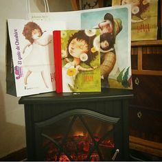 ¡Mirad que cosa tan bonita! La historia de Heidi con ilustraciones preciosas y además viene con regalitos para los primeros que nos pidáis un ejemplar. Bolsa y postal de Heidi. Además puedes hacer tu regalo aun más especial,  con nuestros Regalibros.  ¡Esta Navidad pon un regalibro en tu hogar!  PVP: 29.50€