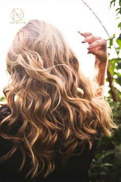 Bring dull locks back to life with a natural hair mask made from our honey which is rich in antioxidants, helping to prevent damage and keep your scalp and hair follicles healthy. Mix your own magic mask with our recipe that is featured on the blog. And if you want 20% off your first purchase, sign up to the newsletter. #honey #luxuryhoney #jarrahhoney #redgumhoney  #nectahive #wellbeing #naturalhaircare Dull Hair, Hair A, Hair Type, Your Hair, Natural Beauty Tips, Natural Hair Styles, Long Hair Styles, Overnight Hairstyles, Easy Hairstyles