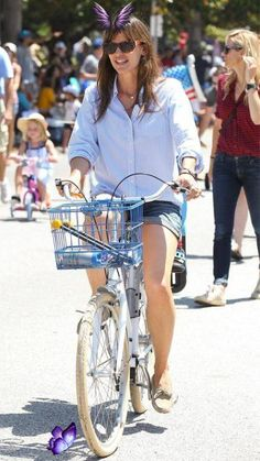 In honor of the Tour de France coming to an end, see what celebs past and present wore while riding bicycles! Girls on bikes Girls-on-bikes Vintage motorcycles Royal enfield Motorbikes Honda motorcycles Motorcycle helmets Ducati monster Custom motorcycle helmets Women motorcycle Auto racing Sports Lamborghini Formula 1 Mercedes Benz Audi Racing Porsche Dodge<br> Bicycle Women, Bicycle Girl, Ducati Monster Custom, Vintage Bikes, Vintage Motorcycles, Bike Suit, Womens Motorcycle Helmets, Cycling Girls, Road Cycling