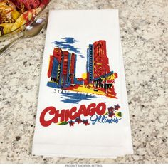 Vintage style towel featuring reproduction art paying tribute to your favorite state. Made of 100% machine washable cotton, this high quality linen brings nostalgic US travel style to any kitchen. Measures 17