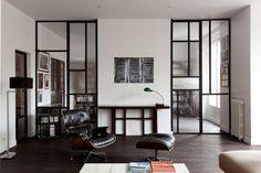 Like anaemic Mondrian. Interior Bauhaus, Modern Interior, Interior Design, Glass Room Divider, Room Dividers, Black And White Interior, Glass Partition, Piece A Vivre, Beautiful Living Rooms