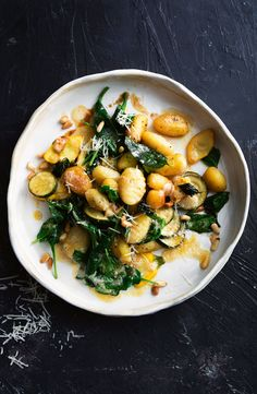 Go meat-free with this flavoursome burnt butter, lemon and basil-infused gnocchi. Go meat-free with this flavoursome burnt butter, lemon and basil-infused gnocchi. Pasta Recipes, Dinner Recipes, Cooking Recipes, Dinner Ideas, Clean Eating, Healthy Eating, Breakfast Healthy, Dinner Healthy, Healthy Food