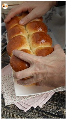 Yeast Bread Recipes, Bread Machine Recipes, Sweet Recipes, Cake Recipes, Dessert Recipes, Colombian Food, Tea Time Snacks, Exotic Food, Sweet Breakfast