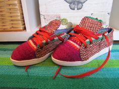Zapatillas hechas en lana de oveja y tejidas en telar. Novedosas. Originales. Unicas!!!