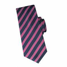 Cravate en soie marine à rayures fuchsia #cravate http://www.cafecoton.fr/cravate-soie-homme/10897-cravate-en-soie-marine-a-rayures-fuchsia.html