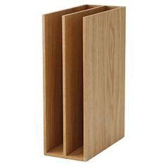 Soporte de maderaEste soporte de archivo es una fuerte y robusta solución de almacenaje, ideal para carpetas y cuadernos.Medidas: 25,2 x 8,4 x 17 cm