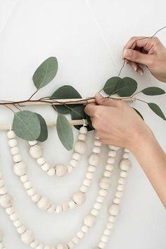 DIY Modern Bead Wreath #modern #beadwreath #wreath