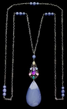 Sibyl Dunlop. Arts and Crafts sautoir. Silver, amethyst and chalcedony, c. 1925. Pendant: length: 12.2 cm Width: 3.6 cm (4.8 x 1.4 in). Necklace length: 130 cm (51 in).