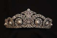 Tiara, Cartier Paris, 1920. Platinum, round antique and rose-cut diamonds, eight pearls, made to order for Queen Victoria Eugenie of Spain, on loan from the Royal House of Spain. © Casa Real.