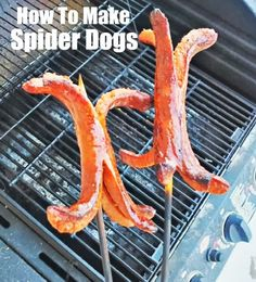 How To Make Spider Hot Dogs - Fun Food For Kids! http://momalwaysfindsout.com/2013/05/hot-dog-recipes/