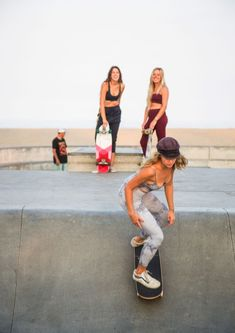 Meet GrlSwirl: Bringing Femininity To Skate – Spiritual Gangster Art Michael Jordan, Girls Skate, Skate Style Girl, Girl Style, Wakeboarding Girl, Alana Blanchard, Justine, Skateboard Girl, Summer Aesthetic