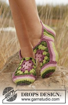The Sweet Granny Square Slippers Free Crochet Pattern has detailed instructions for you to start the easy project. Granny Rose / DROPS - Crochet DROPS slippers with stripes and granny squares in Paris. Granny Rose / DROPS - Virkade DROPS tofflor i Paris m Point Granny Au Crochet, Granny Square Crochet Pattern, Crochet Squares, Crochet Patterns, Hexagon Crochet, Crochet Ideas, Crochet Design, Stitch Patterns, Knitting Patterns