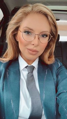 Women Ties, Suits For Women, Suit Fashion, Womens Fashion, Shirt Blouses, Shirts, Well Dressed, Neckties, Lady