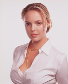 Katherine Heigl She is an American actress, film producer, and former fashion model. Katherine Heigl, Medium Blonde Hair, World Most Beautiful Woman, Beautiful Ladies, Beautiful People, Wilhelmina Models, Homecoming Hairstyles, Celebs, Celebrities