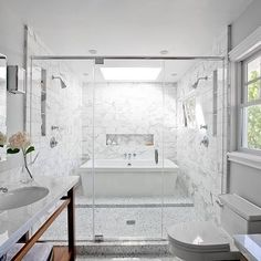 Wow a tub and a shower behind the glass doors. Never would have thought of that. Bathroom Carrera Design