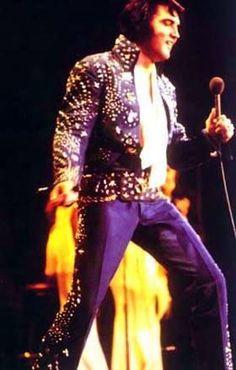 Elvis performed before 16,300 Greensboro Coliseum - Greensboro, NC 4-14-72