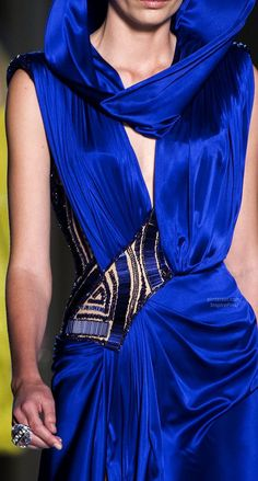 Couture Spring 2014 - Atelier Versace (Details) by deirdre Gianni Versace, Donatella Versace, Atelier Versace, Versace Blue, Fashion Moda, Blue Fashion, Colorful Fashion, Runway Fashion, High Fashion