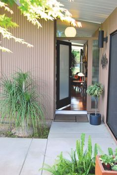 Eichler Homes are known for their private entry courtyards.