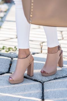 It is possible to find stiletto heels in pumps, sling-backs and boots. Nude high heels are extremely fashionable and appear perfect with black dresses. Zapatos Shoes, Shoes Heels, Nude Heels, Louboutin Shoes, Shoes Sneakers, Adidas Shoes, Prom Shoes, Dress Shoes, Converse Shoes