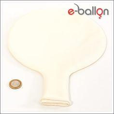 Der weisse, runde Riesenballon hat in aufgeblasenem Zustand einen Umfang von ca. 350 cm und einen Durchmesser von ca. 120 cm. Heliumgefüllt hat der Riesenballon eine ungefähre Schwebedauer von 3 Tagen...
