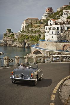 Discover the Amalfi Coast's jaw-dropping scenic drives and out-of-this-world views with Belmond Hotel Caruso.