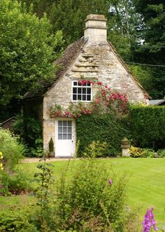 a stone cottage covered in vines - helena bernáld photography.  Very charming!