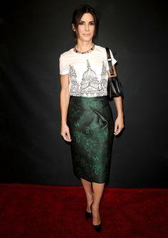 Sandra Bullock, en un look pre-fall 2014 de Burberry, en la fiesta de té de los BAFTA LA 2014 el 11 de enero 2014 en Beverly Hills