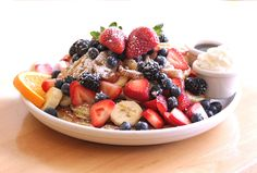 Spring Fruit Salad Recipes is One Of the Favorite Salad Of Numerous People Across the World. Besides Easy to Make and Excellent Taste, This Spring Fruit Salad Recipes Also Healthy Indeed. Healthy Fruits, Healthy Snacks, Healthy Recipes, Desserts Sains, Summer Salads With Fruit, Fresh Fruit, Lime Recipes, Smoothies, Spring Salad