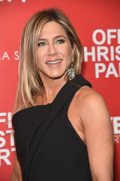 """Jennifer Aniston Photos Photos - Jennifer Aniston attends the Paramount Pictures with The Cinema Society & Svedka host a screening of """"Office Christmas Party"""" at Landmark Sunshine Cinema on December 5, 2016 in New York City. - Screening of 'Office Christmas Party'"""