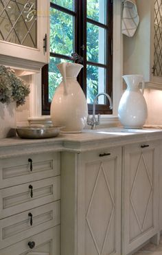 love the detail on the cabinets and the glass but not a huge fan of the hardware.