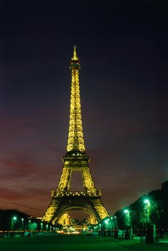 World famous Eiffel Tower of Paris from the Jardin du Trocadero. The landmark tower reaches a height of 320m (1051ft).