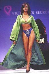 victoria's secret fashion show - yasmeen ghauri   Pinterest: @900ks