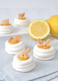 Lemon meringue pie bites - Laura's Bakery